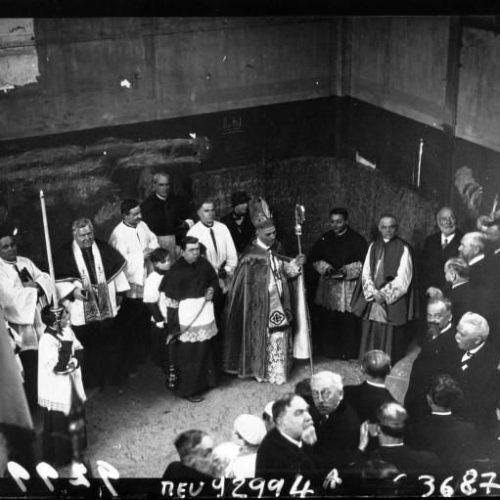 Basilique Jeanne d'Arc pose de la première pierre par Monseigneur Verdier