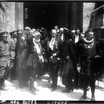 La canonisation de Jeanne d'Arc à Rome le duc de Vendôme et les chevaliers de Malte sortent du Vat