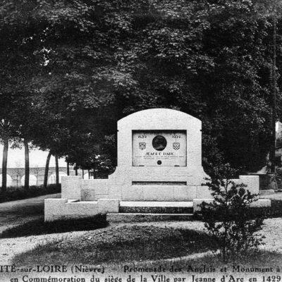 La Charité Sur Loire Monument De Jeanne D'Arc